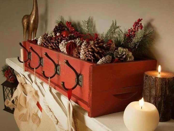 rustic christmas decorating ideas red wooded box with pincones