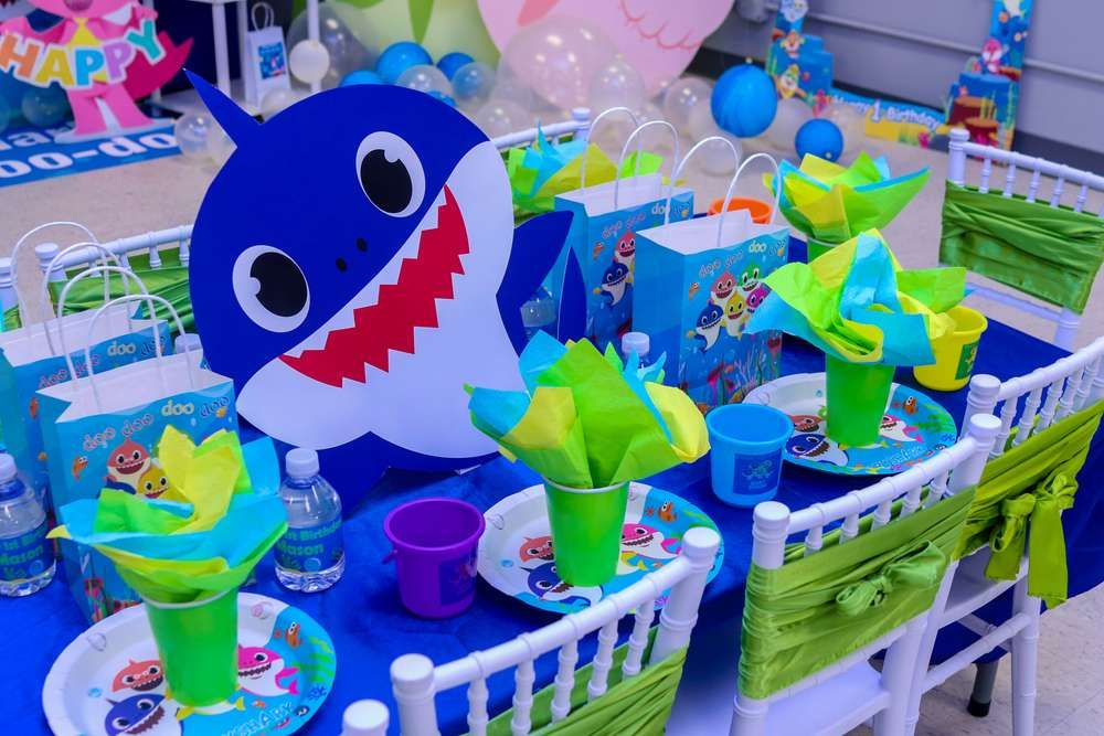The table settings at this Baby shark 1st Birthday Party