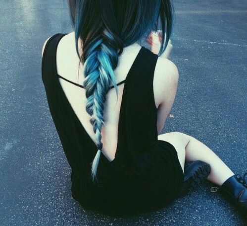 Imagen vía We Heart It https://weheartit.com/entry/154722381/via/4077249 #bluehair #braid #emo #grunge #grungy