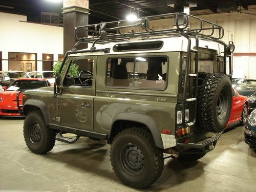 Love this wishing it was in my garage defender 90 want for Garage land rover brest