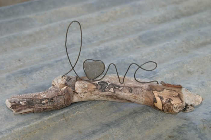 Photo of Driftwood decoration creates a unique and natural summer mood