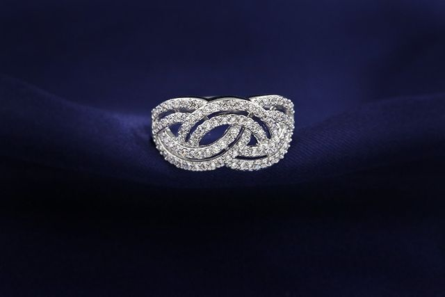 Sz5/6/8 18KGP Stellex Crystal Luxury Engagement Ring. Starting at $1 on Tophatter.com!