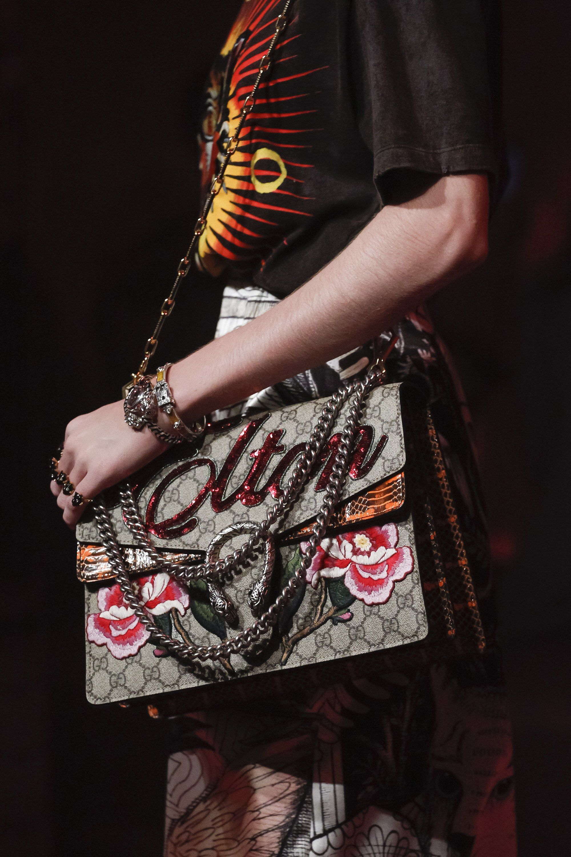 058f6335dc9e See detail photos for Gucci Spring 2017 Ready-to-Wear collection.