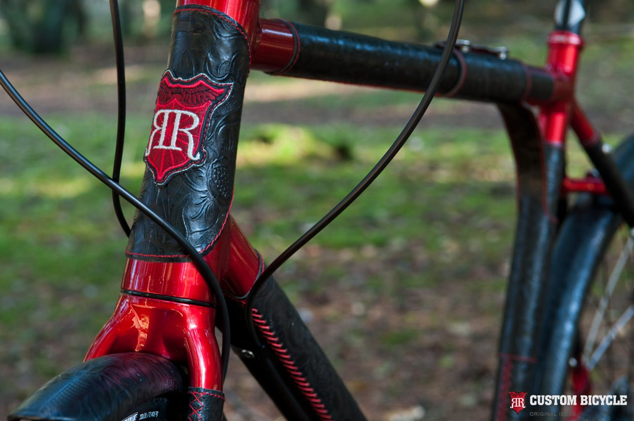 Beautiful 6061 Aluminium Alloy. The Bikes Frame Has Been Painted Red. Covered With A  Resistant Car Polish And Natural, Black Ornamental Leather.