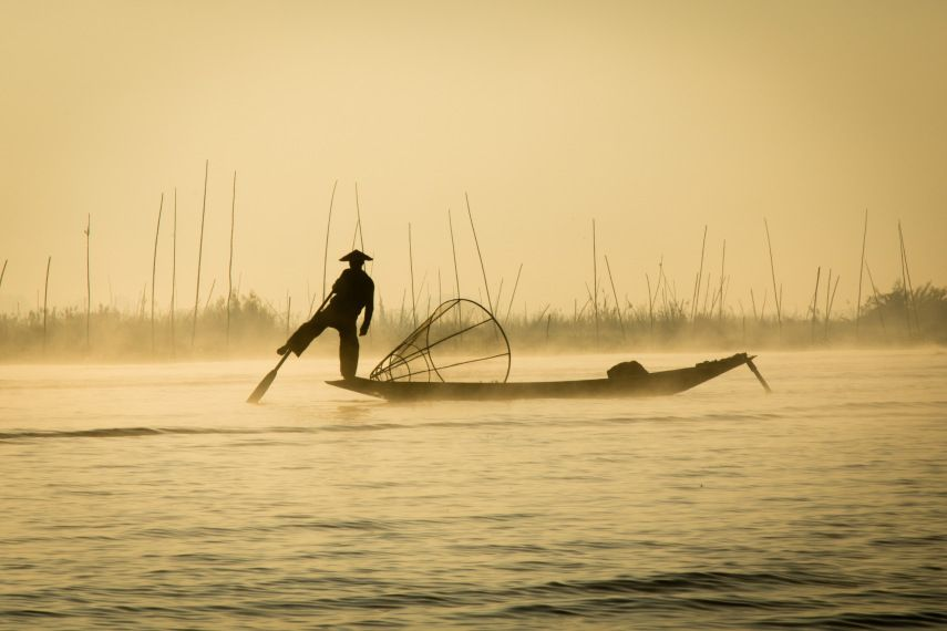 Inthar on Inle, fishing at dawn. #InleLake #Inthar #earlybird #morningfish