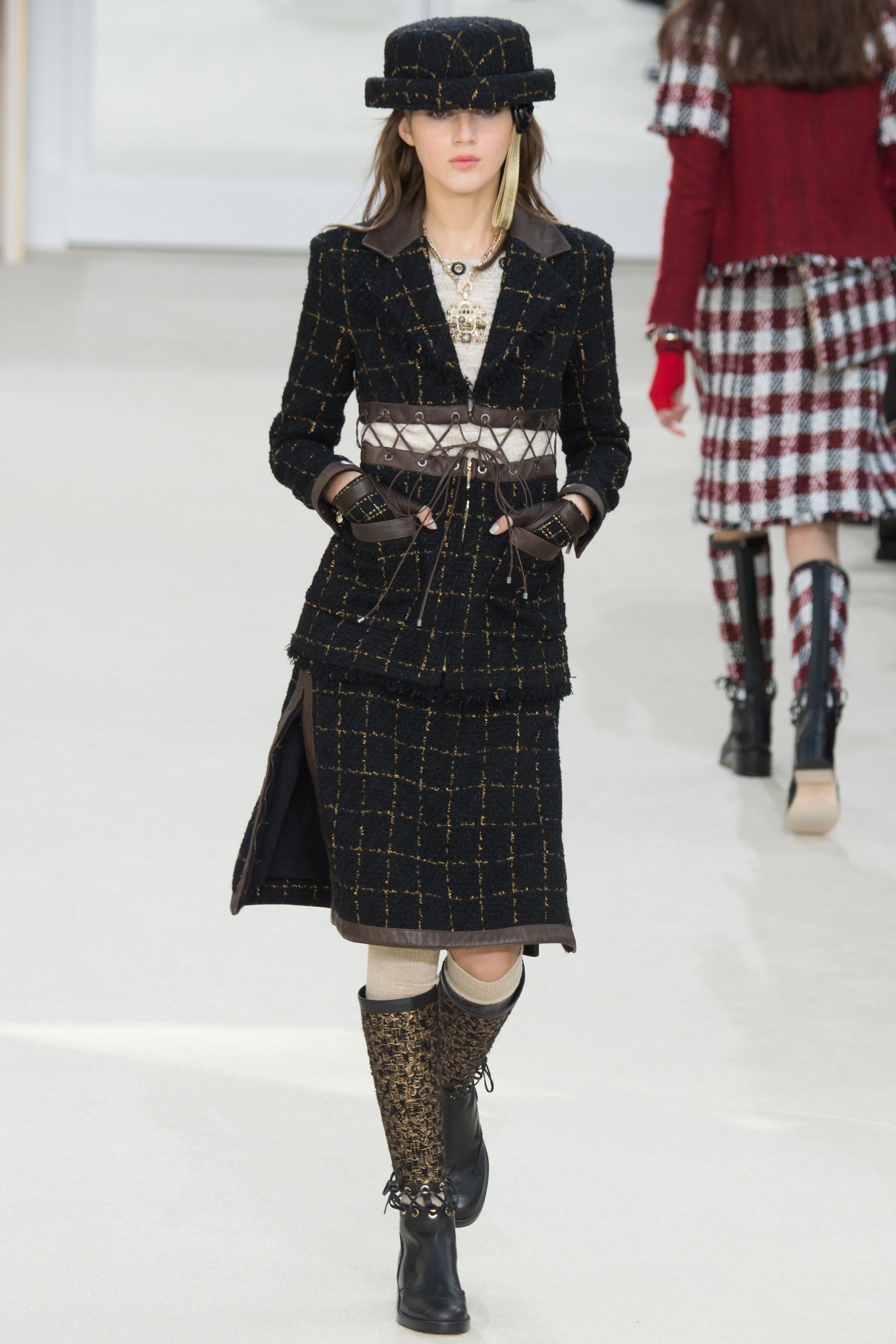 562438a7664 Chanel Fall 2016 Ready-to-Wear Collection Photos - Vogue