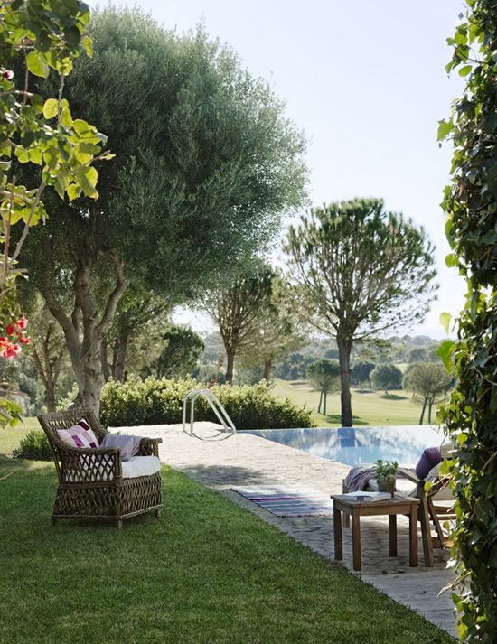 Refreshingly green outdoor spaces © mas fotogenica #outdoors #pool