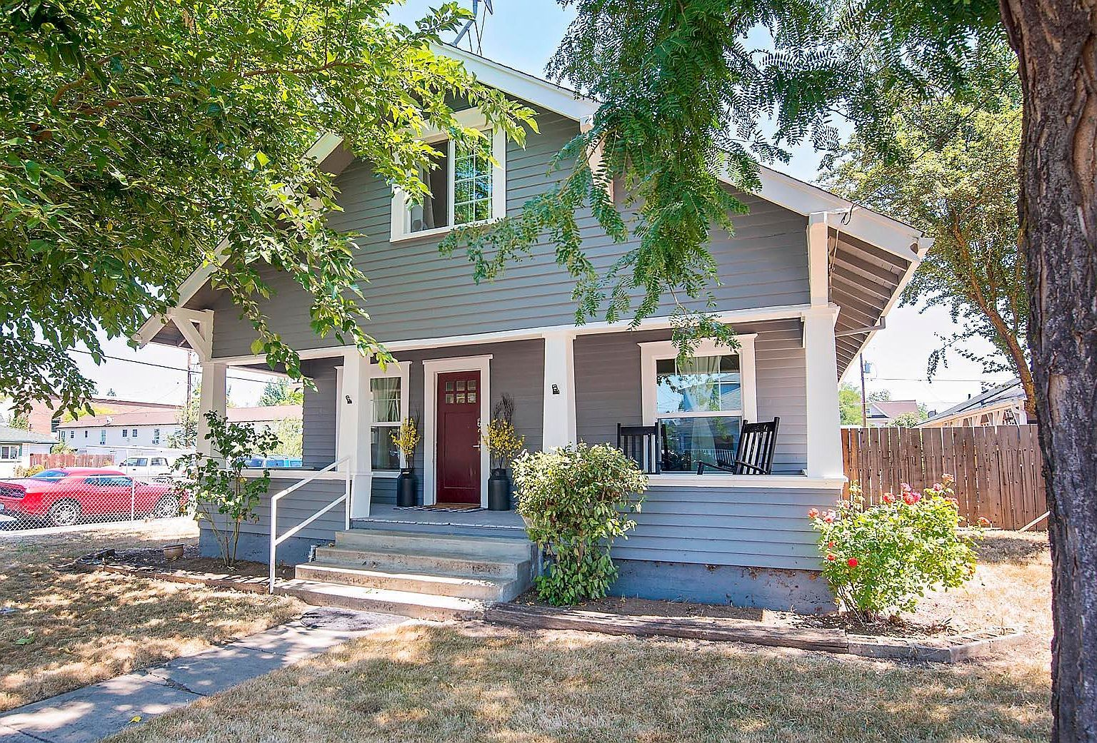 305 Laurel St Medford Or 97501 Mls 220102969 Zillow In 2020 Cottage Style Homes Cottage Style Beach Cottages