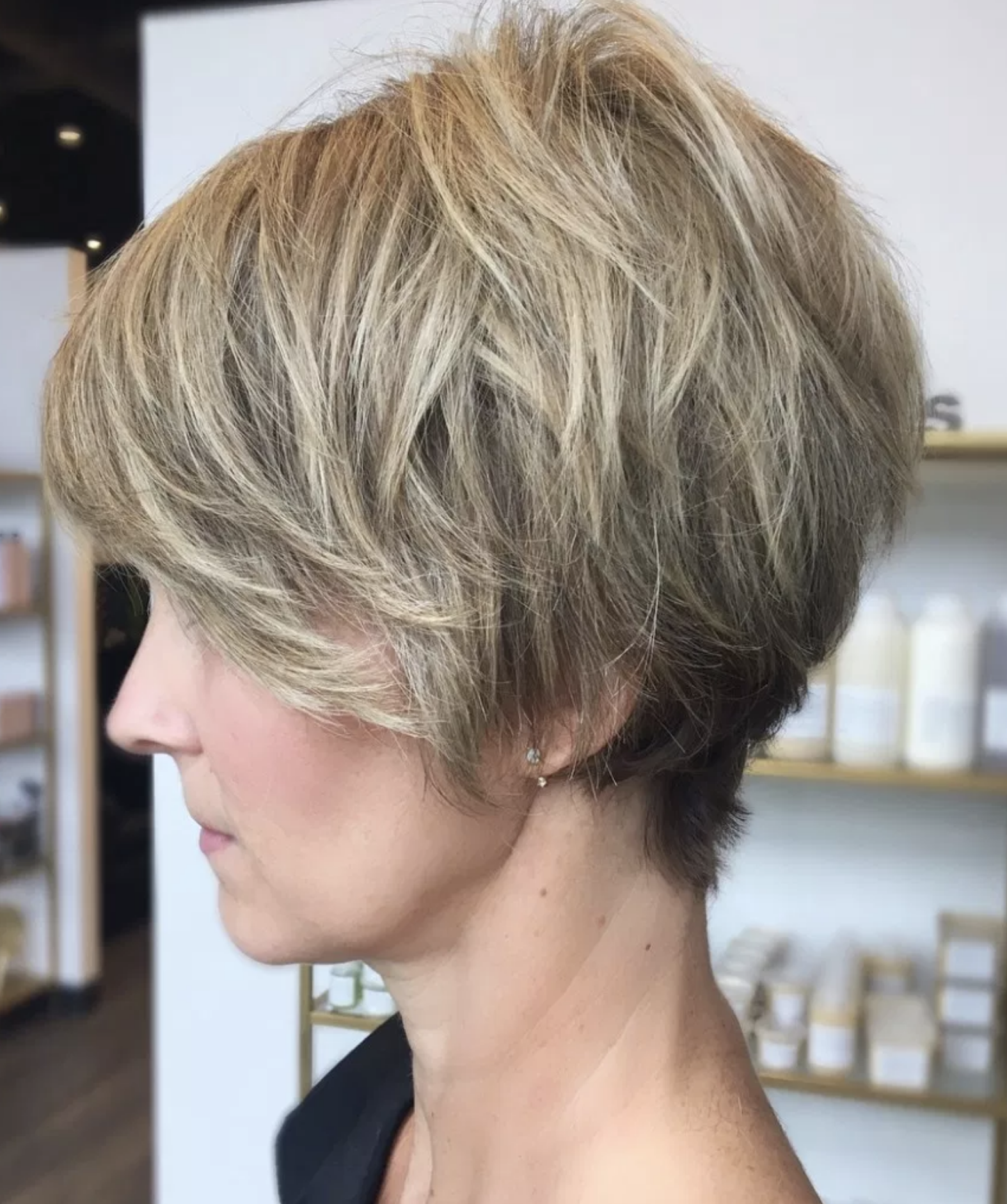Short Hairstyles For Women Over 40 Many Women In Their 40s Opt For Short Haircuts On A Hunch And T Short Hair Styles Easy Womens Hairstyles Short Hair Styles