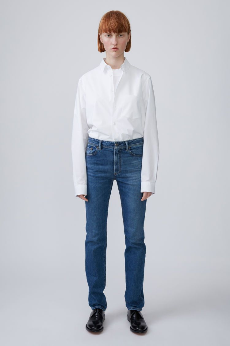 Acne Studios Blå Konst South mid blue are classic 5-pocket jeans with  straight legs. 75edb5a0fab