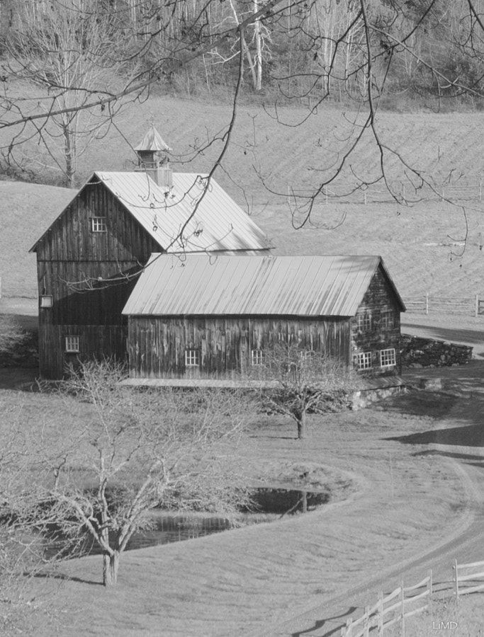 Pin By Ana Maria On Barns American Barn Old Barns Old Farm Houses