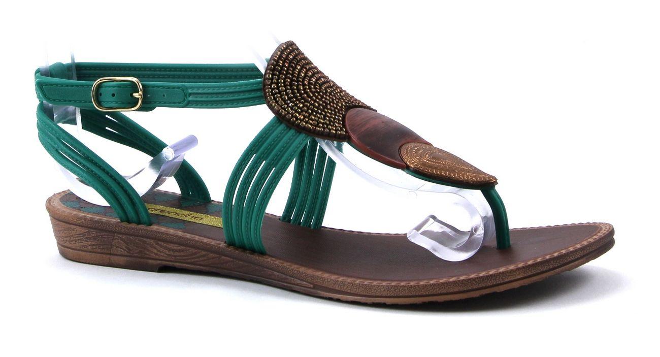 3bf87adaf7067 Grendha khari sandal fem groene platte sandaal. Find this Pin and more ...