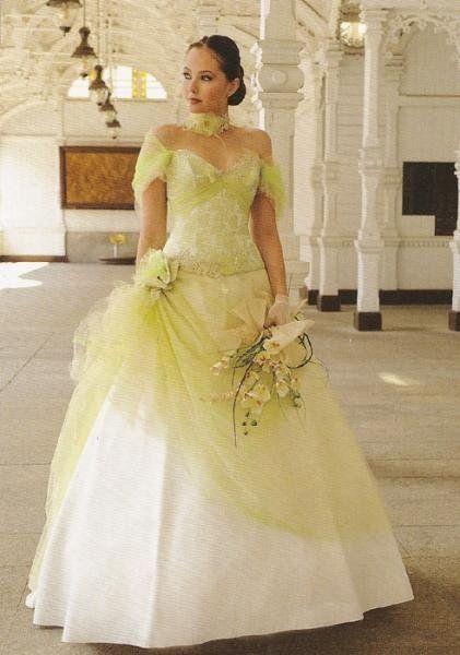 Robe de mariée couleur Anis/ivoire | Robe