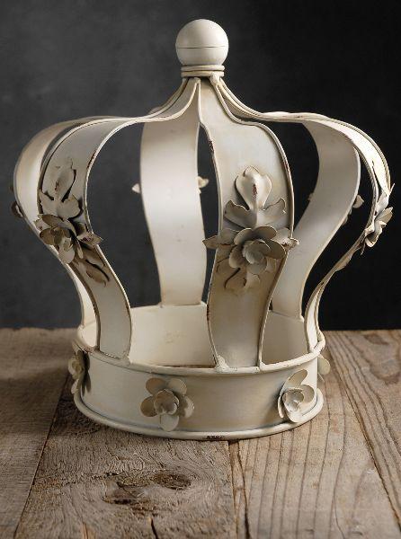 Cream Fl Edge Metal Crown