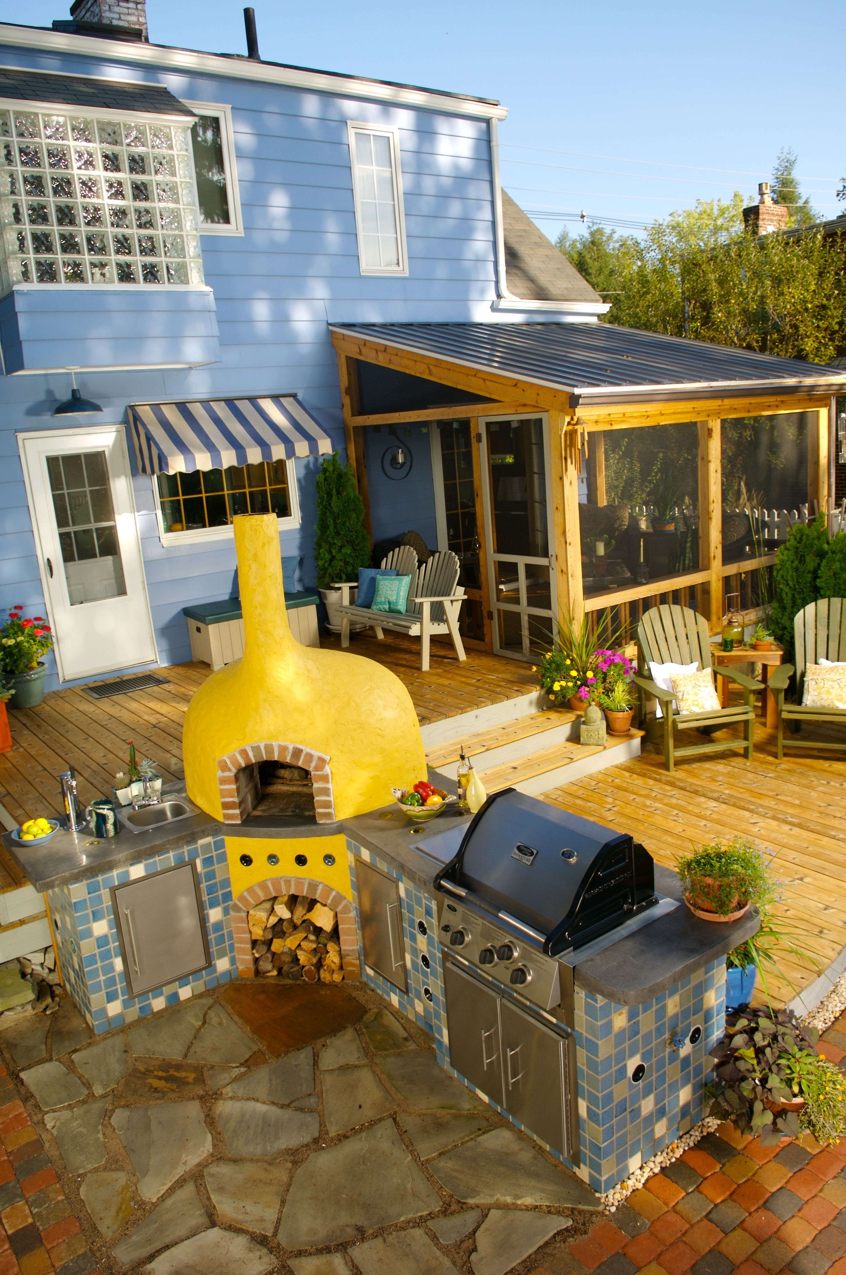 This Small Deck Delivers Big Living Areas With A Two Level Deck