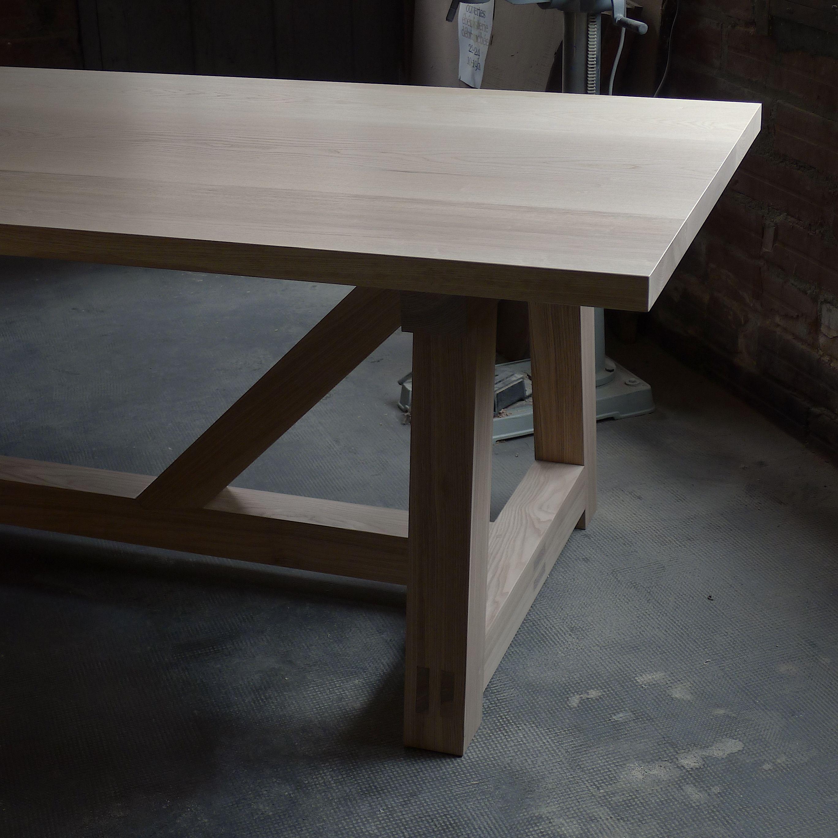 Table Bien Charpentee Mobilier De Salon Mobilier Bois