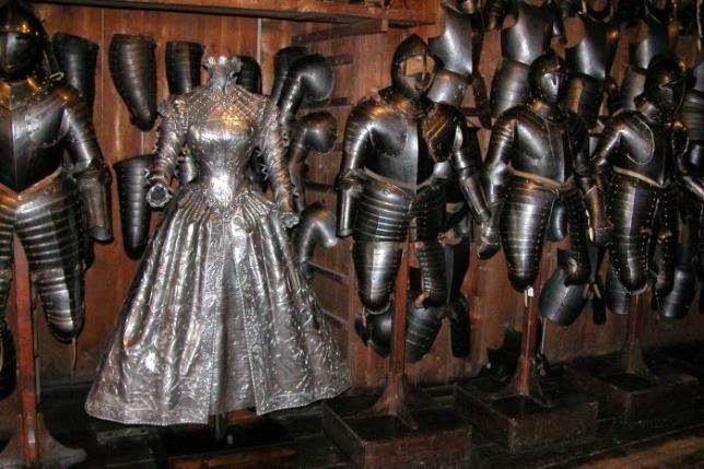 Vestido blindado de una mujer austriaca del siglo XVII.