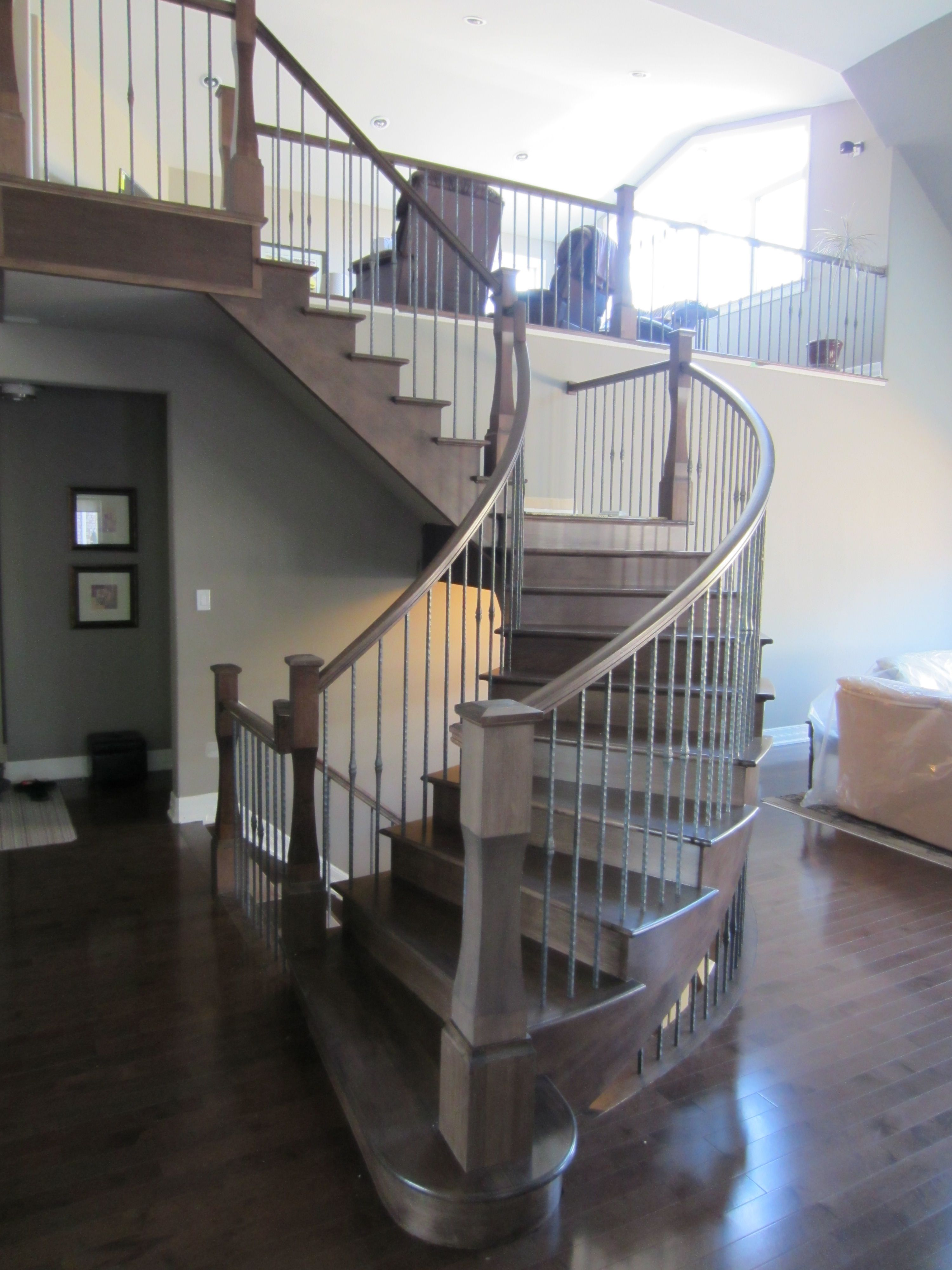 Best Maple Curved Self Supporting Staircase With Rough Iron 400 x 300