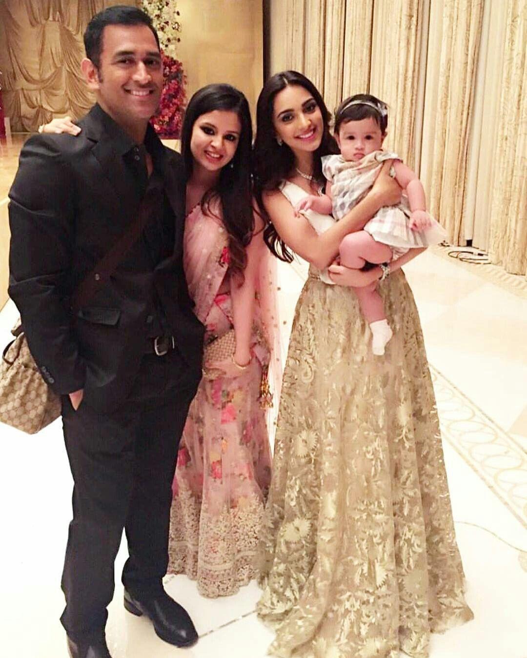 So cute.. Kiara clicked with Ziva Dhoni and Family Ms
