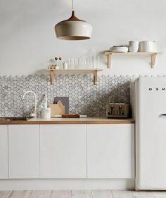 kche mit neuem mintfarbenen porzellan kitchens wood counter and open shelving - Einrichtungsideen Kuche