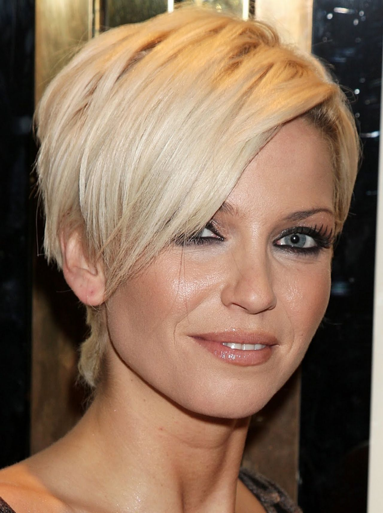 Short haircuts for women that will look flattering top hair