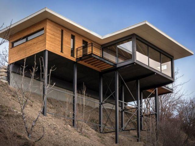 une villa cologique suspendue au dessus du vide maison sur pilotis vide et suspendu. Black Bedroom Furniture Sets. Home Design Ideas