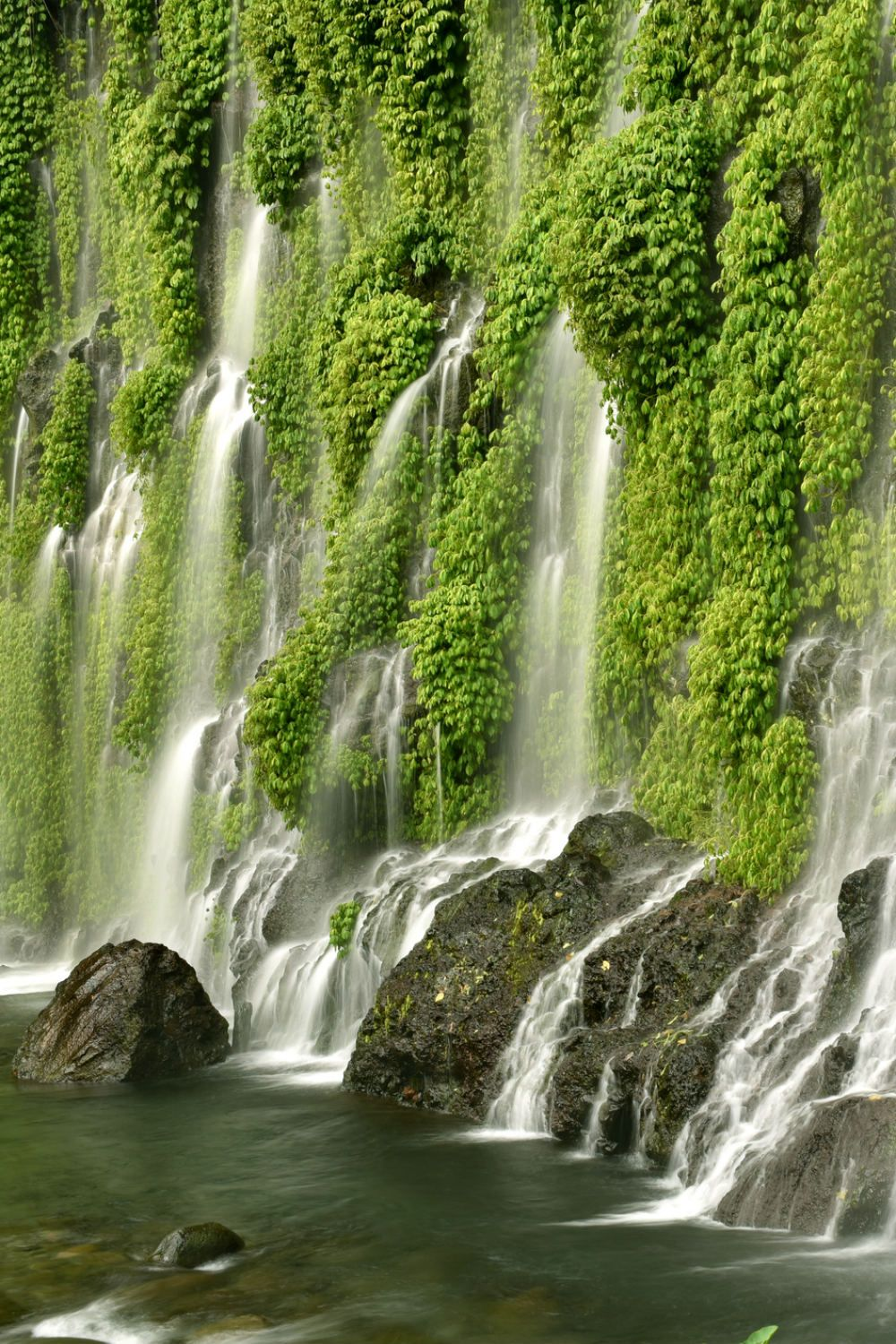 30 Photos Of The Most Amazingly Beautiful Places In The Philippines Waterfall Photo Waterfall Waterfall Photography