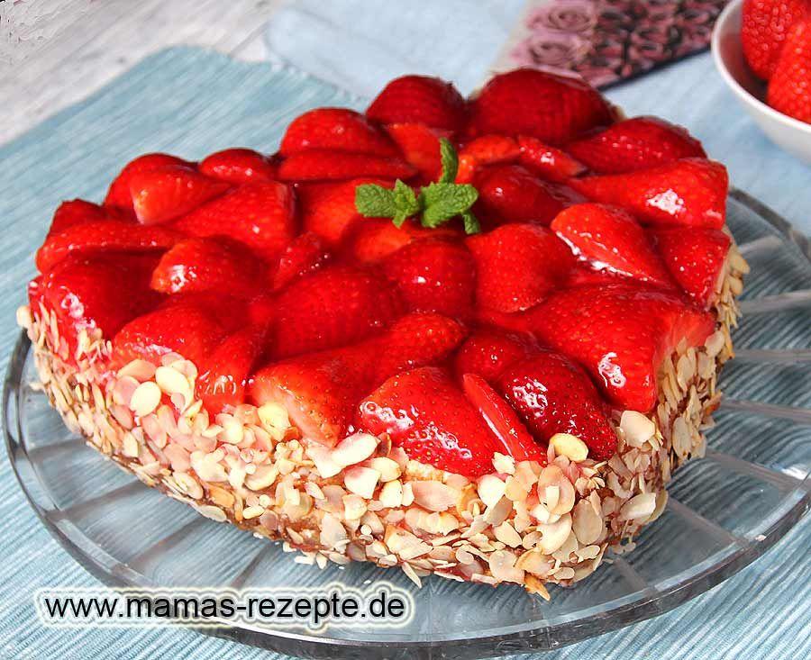 ErdbeerHerz Torte in 2019  Erdbeeren  Herzkuchen backen