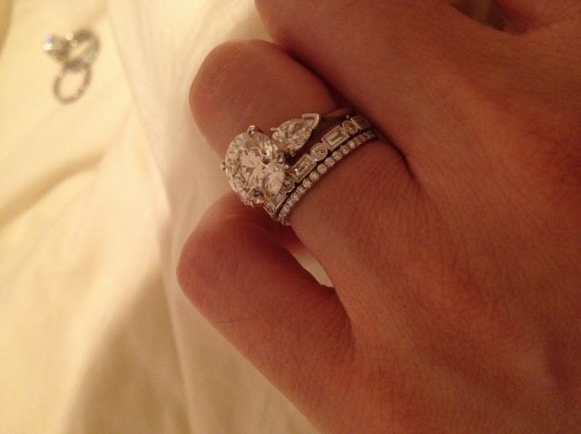 WOWSERS Love The 2 Mixed Style Bands Pear Diamonds Flanking Center Stone