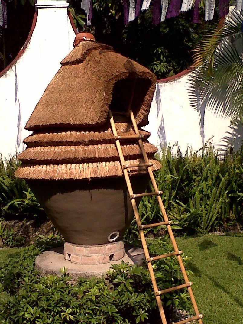 el cuexcomate o cuexcomatl proviene de la lengua n huatl y significa granero o troje donde
