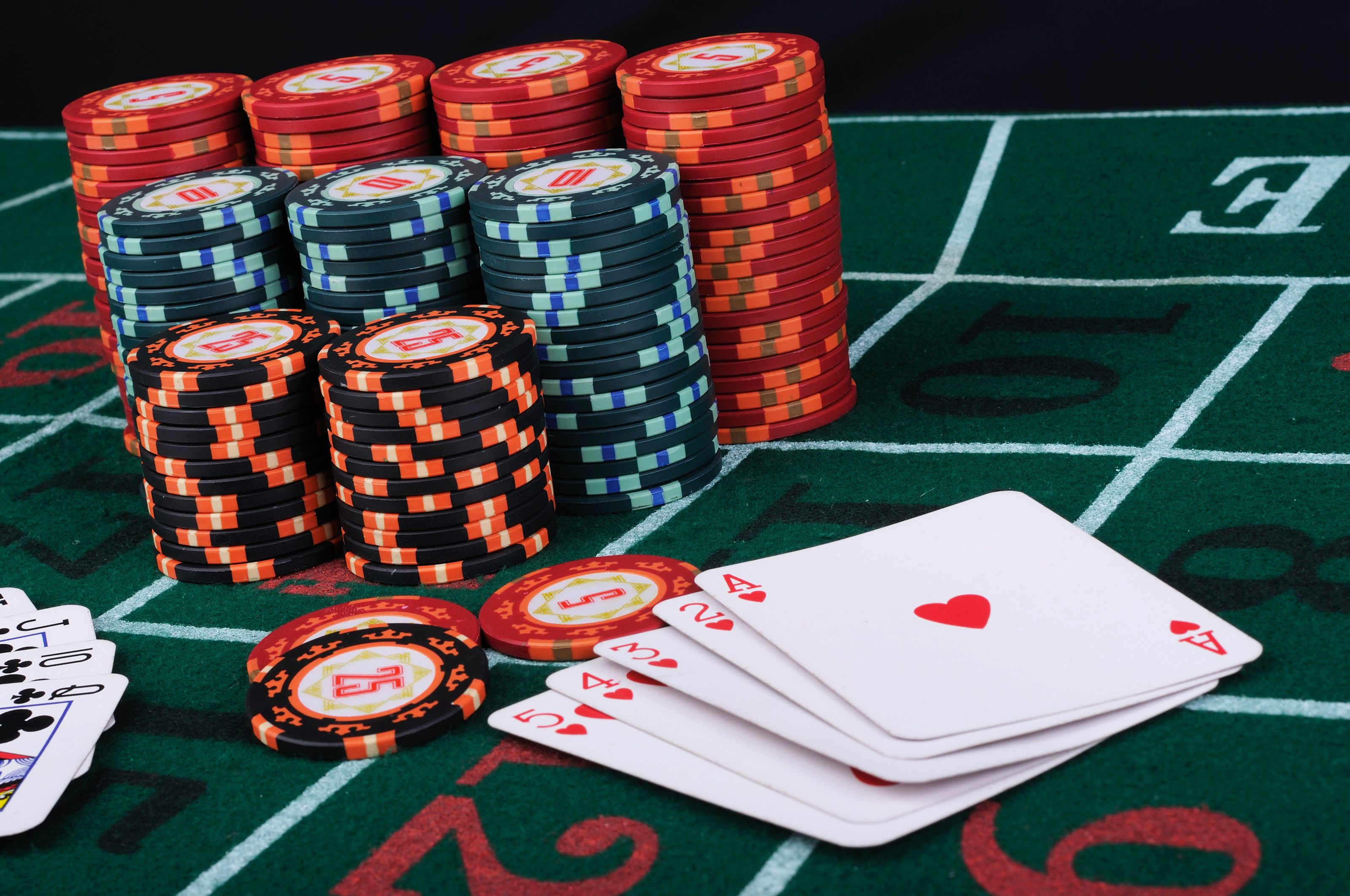 There are big advantages to gambling online as opposed to live games at land-based casinos | Online casino, Play casino games, Casino