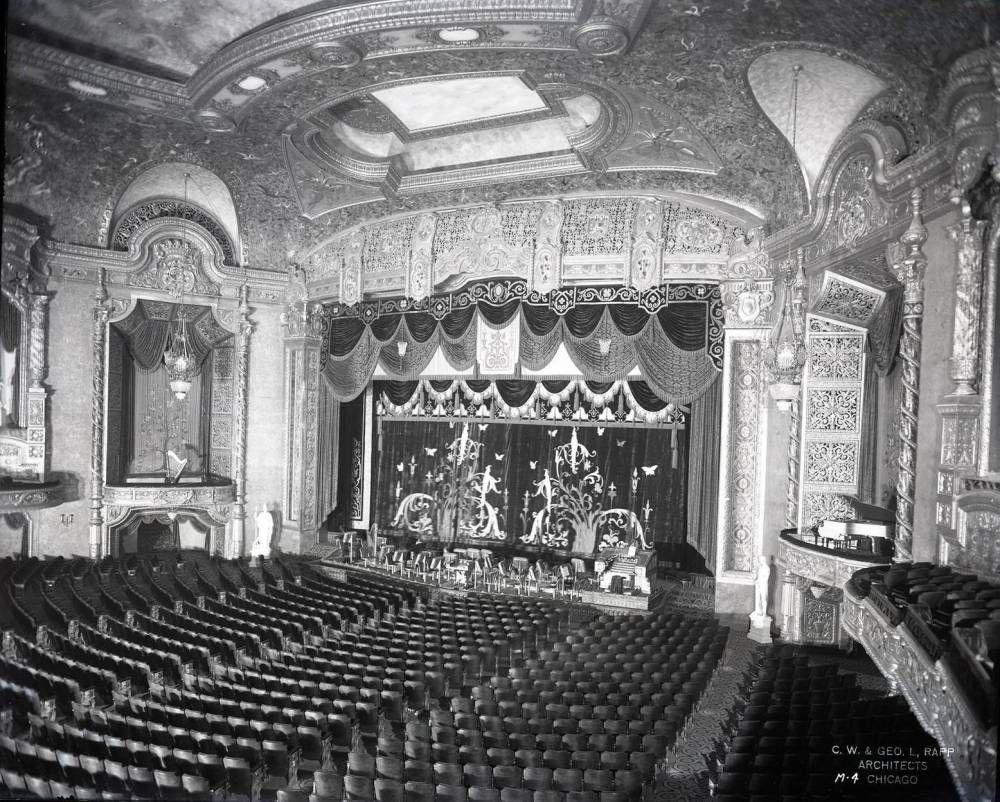 Photo Chicago Piccadilly Theater 1443 E Hyde Park Blvd At Blackstone Hyde Park Neighborhood Auditorium Interior One Of Chicago S Grand Neighborhood Chicago Photos Piccadilly Theatre Chicago
