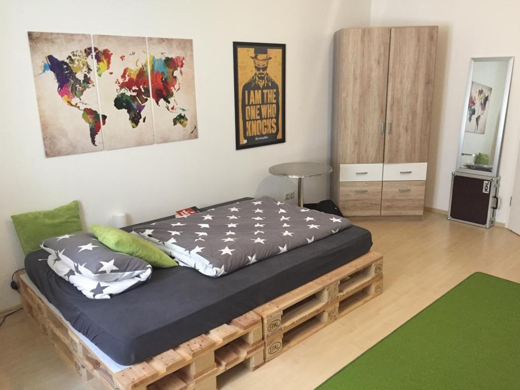 ein wunderbares diy bett einfach hergestellt aus holz paletten diy selbermachen ideen. Black Bedroom Furniture Sets. Home Design Ideas