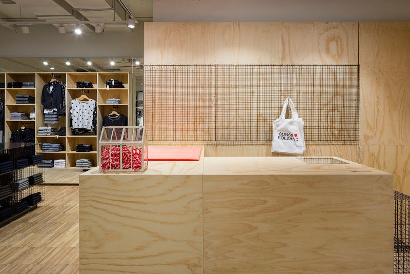 SUN68 loves Bolzano, negozio in Galleria Greif - piazza Walther #SUN68lovesBolzano #SUN68 #stores #Bolzano Ph: Luca Casonato