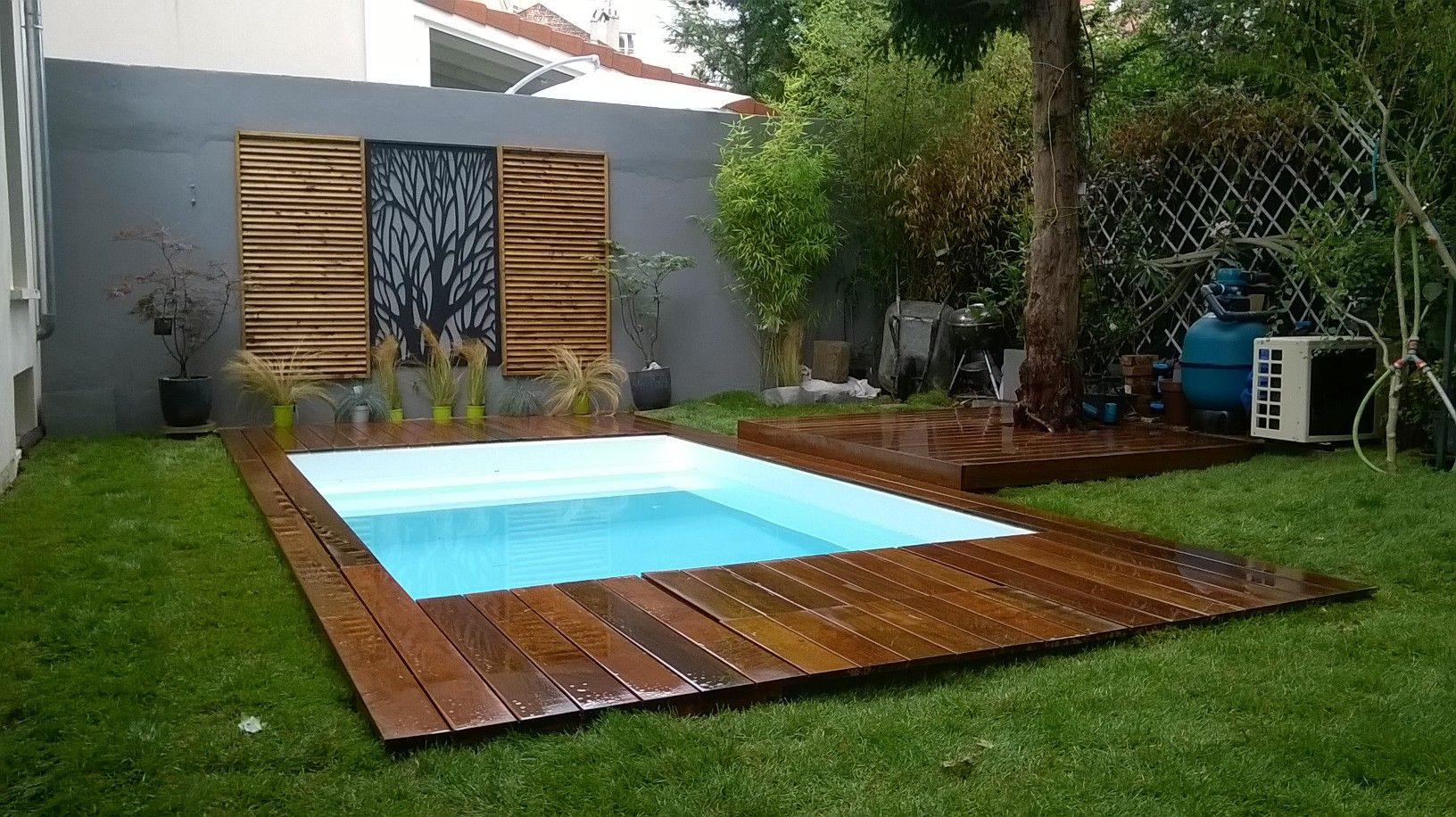 Cr ation sur mesure d 39 une margelle terrasse de piscine for Type de margelle piscine
