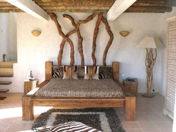een slaapkamer met natuurlijke materialen ibiza
