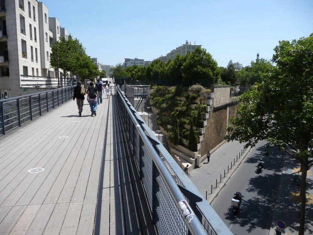 Raised walkway Linear park, City, Paris site