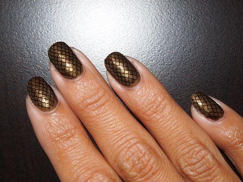 snake manicure brown black