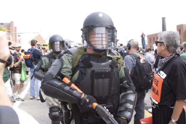 ボード Police Army Military Unifrom のピン