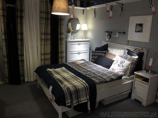 Zestaw do sypialni Ikea. Wygodne białe wysokie dwuosobowe łóżko z wysoki oparciem, ...  ikea ...