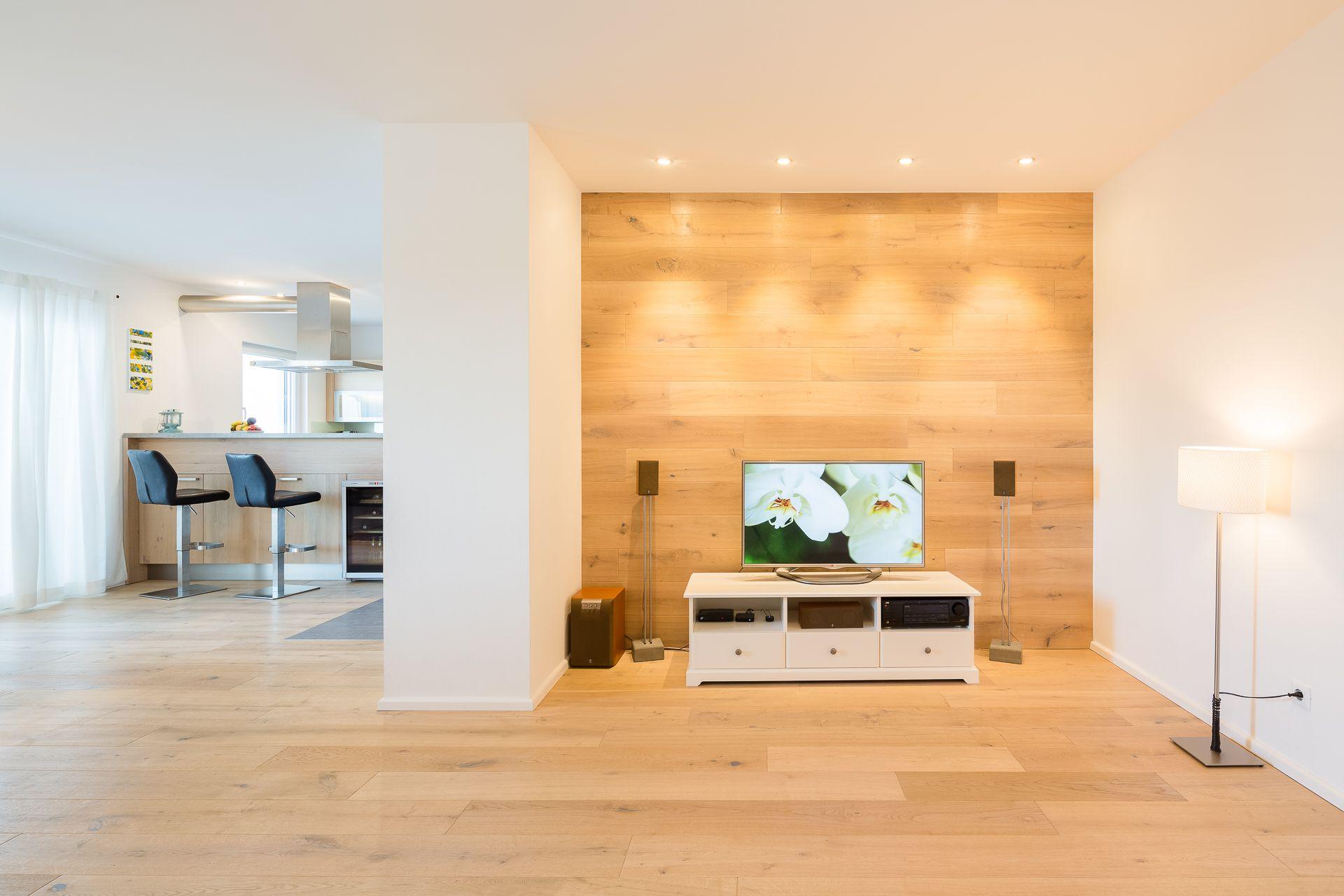 Wohnzimmer mit Holzwand  Holzwand wohnzimmer, Holzwand