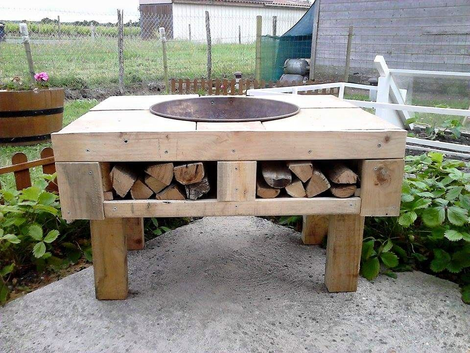 diy pallet fire pit table with firewood storage myboard pinterest brasero caisses en bois. Black Bedroom Furniture Sets. Home Design Ideas