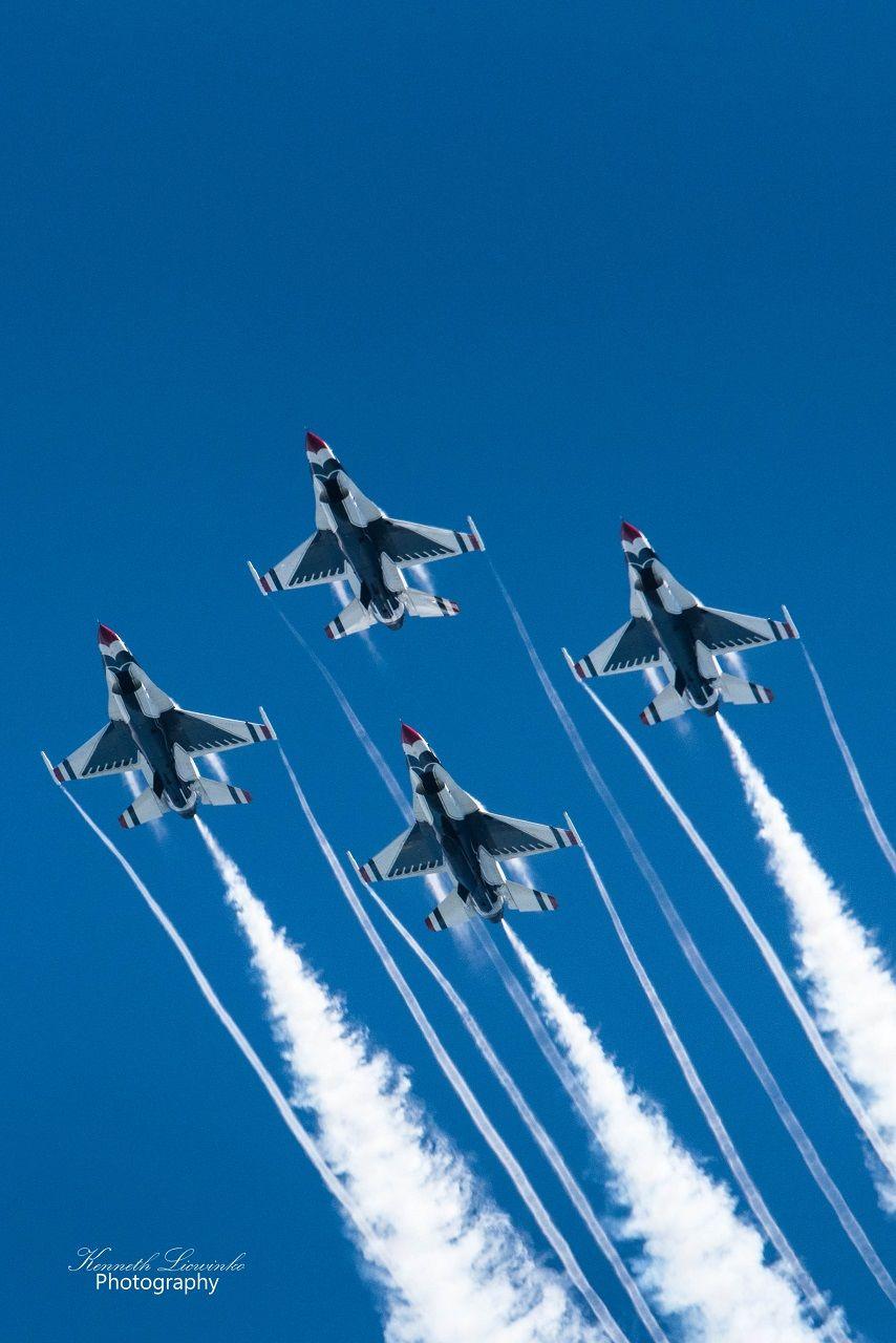 USAF Thunderbirds performing a diamond pattern with smoke