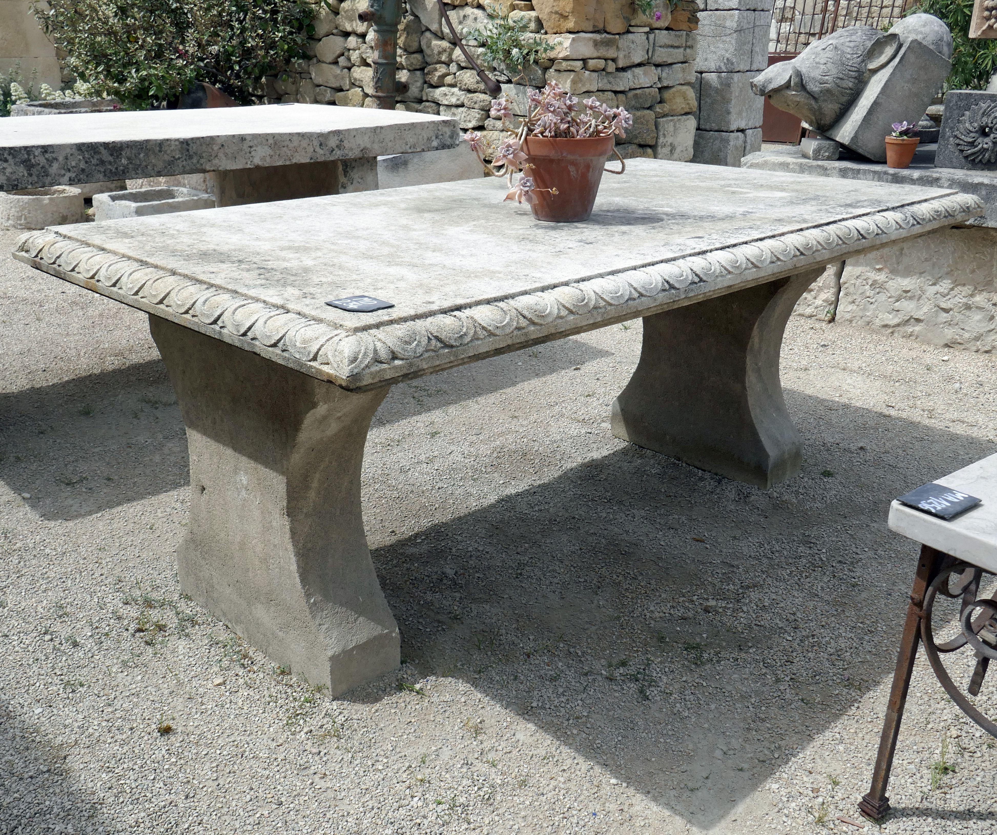Elegante Table Rectangulaire De Grande Taille En Pierre Naturelle Francaise Atelier Alain Bidal Table De Jardin Table Pierre