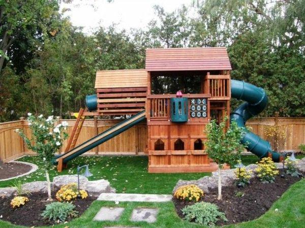 gartenhaus mit rutsche zum spielen ein platz für die kinder