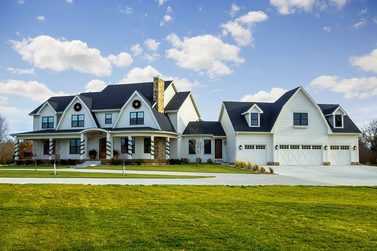 Farmhouse House Plan 1020