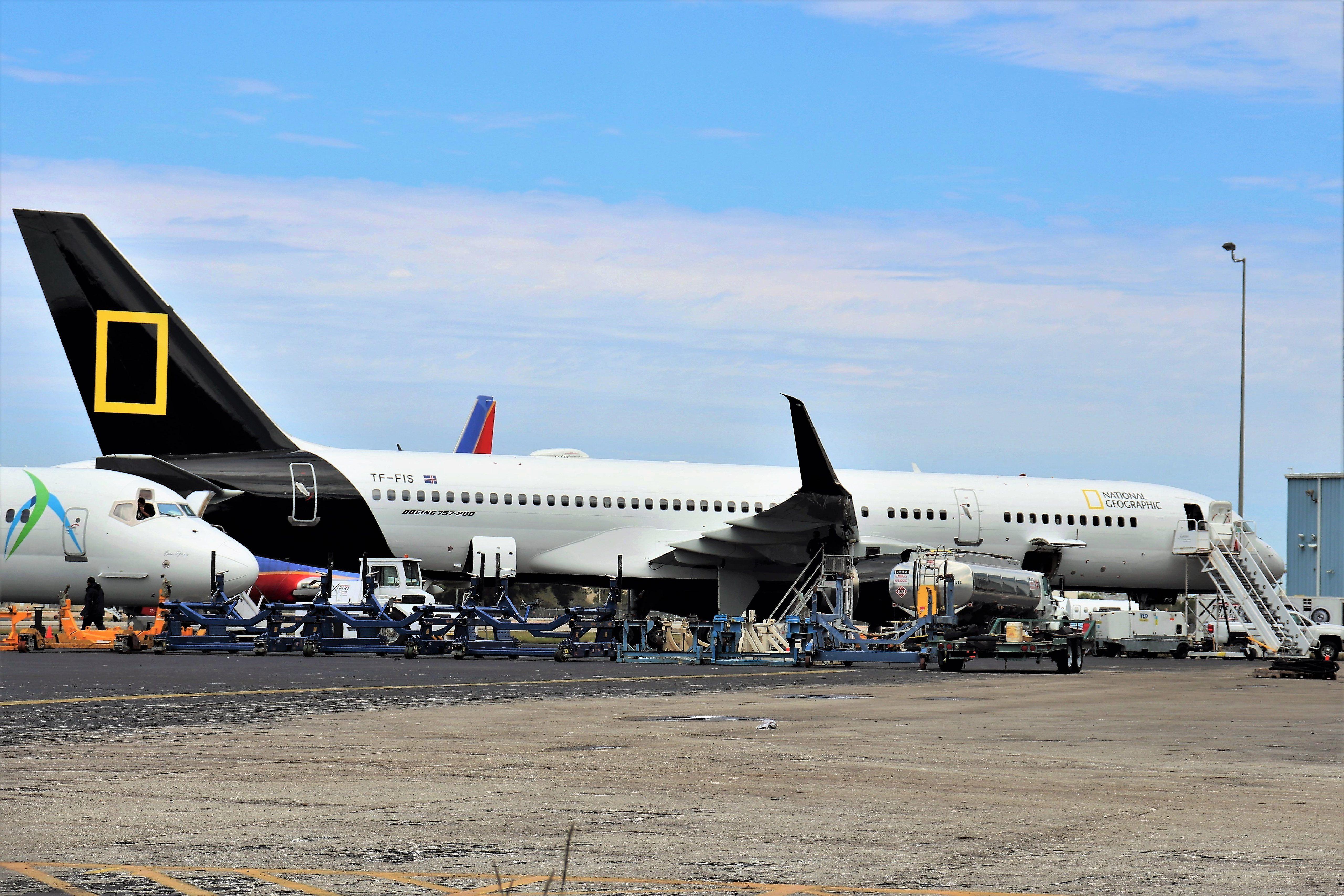 Icelandair 757 National Geographic National Iberia