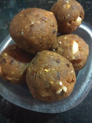Sugarless Besan Ladoo : A Healthy Chickpea Gluten Free