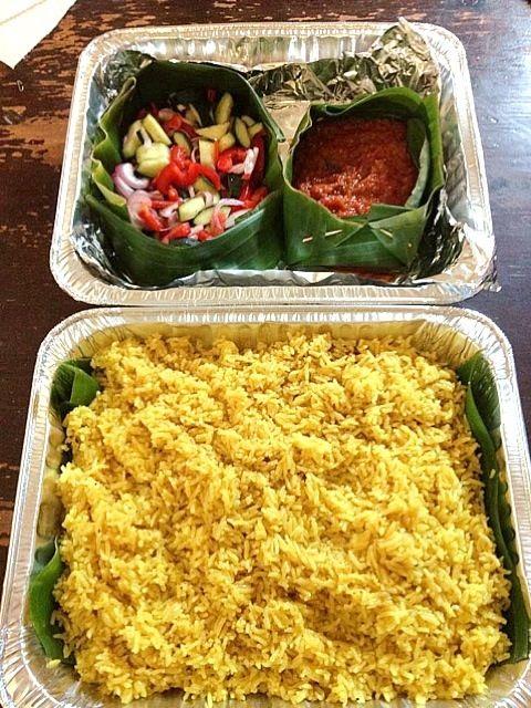 レシピとお料理がひらめくSnapDish - 5件のもぐもぐ - yellow rice and sambal by rie sims