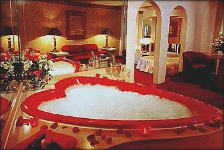 Google Image Result For Http Www Heymamas Com Photos Uncategorized 2008 08 14 Romantic Bath Romantic Bubble Bath Honeymoon Suite